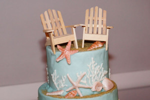 wedding cakce beach chairs